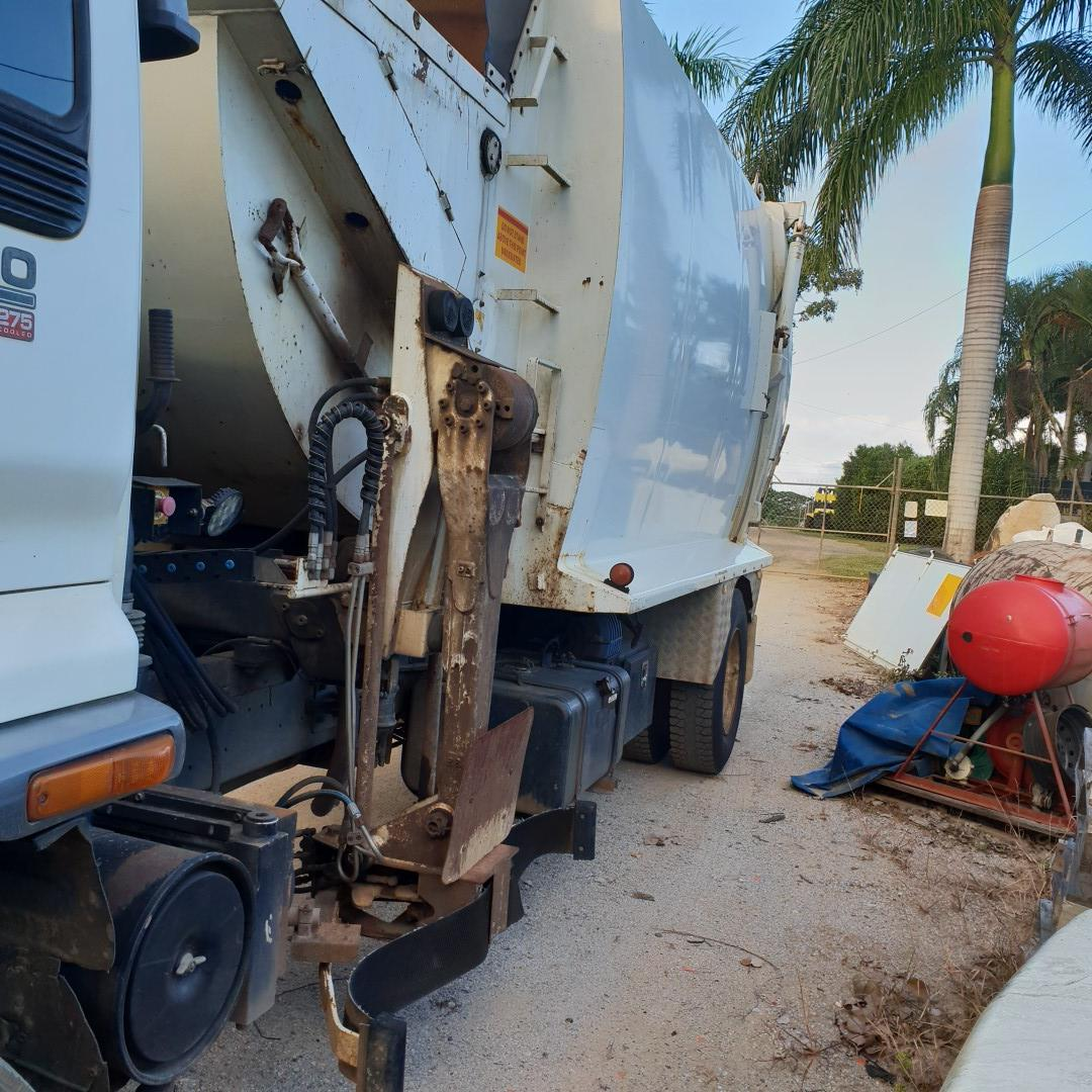 FOR SALE: 2005 Isuzu FVD950 garbage truck with 6SD1 Sitec 275 turbo diesel motor